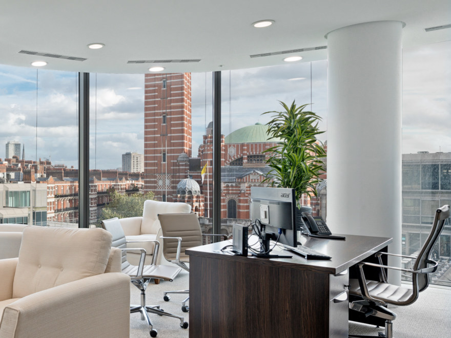 How-to-Choose-Your-Perfect-Office-Space-1_2640x1980_acf_cropped