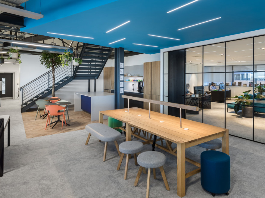Flexible office workspace and breakout